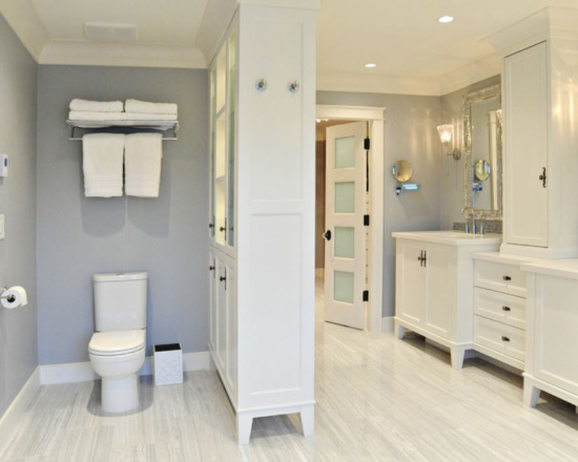 Mid Sized Traditional Master Bathroom
